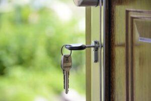 set of house keys in a door lock